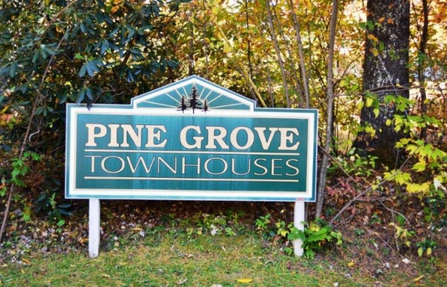 Pine Grove Townhouses Cashiers In Town